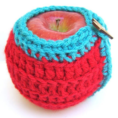 Crochet Memories, Free Lacy Valentine Glass Cozy pattern