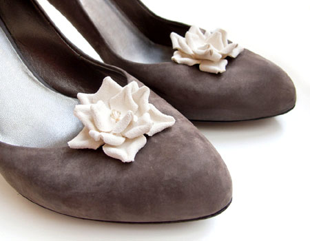 Cream Leather Flower Shoe Clips