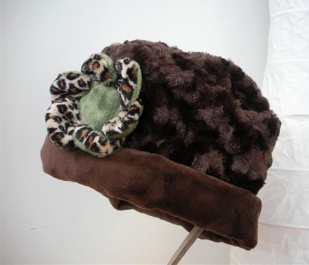 Velvet Fabric Hat With Fower Brooch