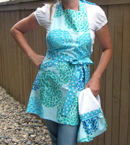 Turquoise Mum Flower Apron