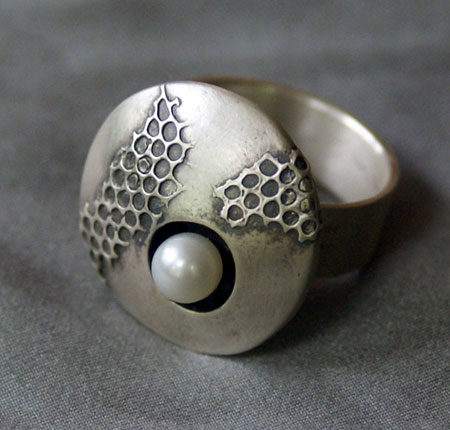 Pearl Focal Honey Comb Ring